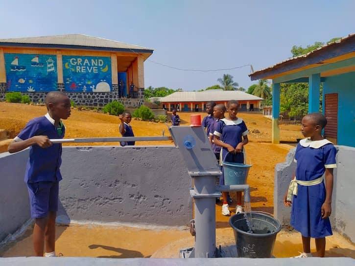 enfants-fontaine-eau-potable-afanmabe